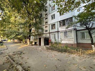 Spre vînzare apartament cu 2 camere+2 balcoane,60 m2,Buiucani!!!!!