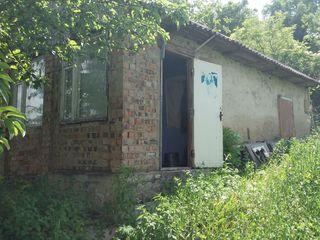 casă în centrul satului, total 12 ari