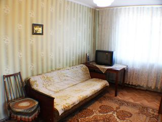 Se vinde apartament cu 2 odai , in apropiere de piata Flacara