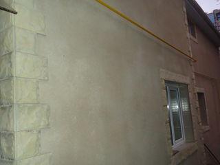 Se vinde casa cu 2 nivele , 120 m/ teren- 4 ari. Chișinău, sec.Centru , str. Colina Puskin.