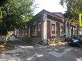 București colț Petru Movila. 350 m2, 3 ari , Prima linie