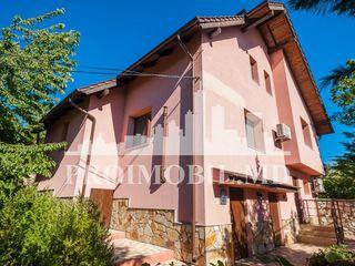 Casă de vânzare Ialoveni, suprafața de 160 mp + 8 ari, preț 110000 €