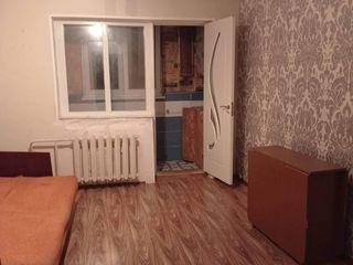 Se vinde cameră în camin