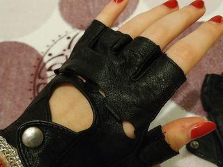 Продам женские перчатки без пальцев/ Vind manusi fara degete pentru dame