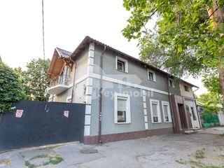 Oficiu in Centru, 250 mp, euroreparație, 1200 € !
