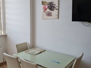 Dau în chirie apartament cu 2 camere strada Ștefan Neaga!