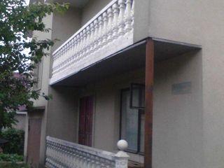 Se vinde casa cu 2 etaje la Ciorescu- Chisinau cu fintina in ograda      (cu pret de intelegere )
