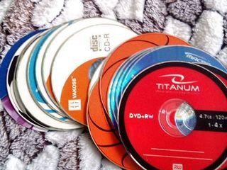 Продаю CD-R, DVD-R, DVD+RW диски новые и 2 сумки для них