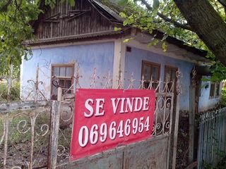 Se vinde casa batrineasca sau ca plan pentru casa.
