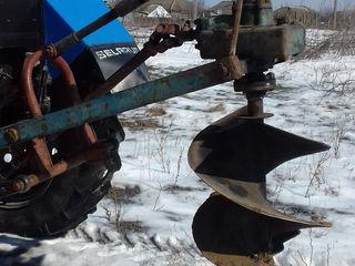 услуги бурения лунок для посадки деревьев 2- трактора сверла есть на 60- 40- и на 30