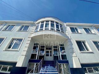 Se dă în chirie oficiu, situat în sect. Centru, pe str. Armenească, 1800 €