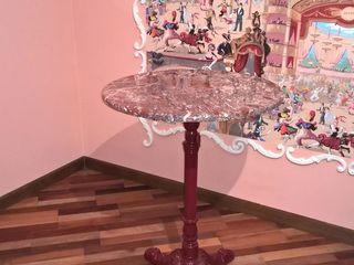 Мраморный  столик.
