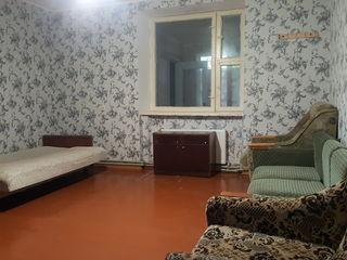 De vinzare apartament cu 3 odai, etajul I, zona Stimul, Cahul
