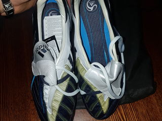 Adidasii sint noi originali de la adidas