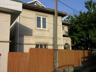 Центр! 2-этажный котельцовый дом на ул. А. Крихан 2/1, в 50 м от ул. В. Александри.