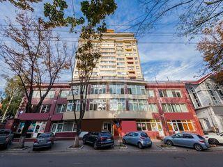 Se dă în chirie oficiu, 3 birouri, amplasat pe str. București.900 €