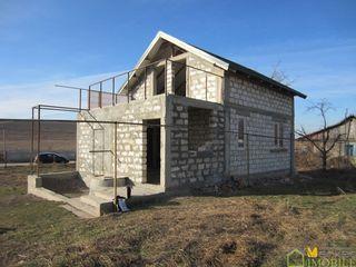 Продаю 2-х этажный котельцовый дом, общ. пл. 100кв.м. в селo Кирка