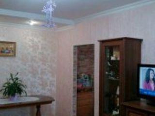 2-х комнатная 2-х этажном доме-автономное отопление,есть сарай,подвал,титул на землю для пристройки