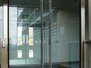 Безопасные стеклянные двери