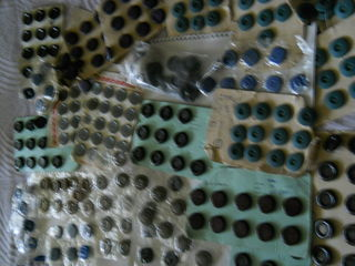 продам новые пуговицы 500 шт. все за 100 лей и 70 пряжек за 50 лей