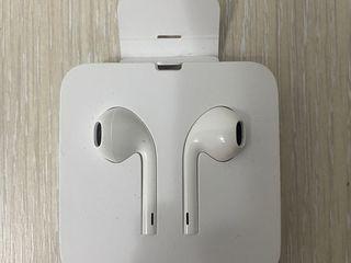 Наушники Apple EarPods with Lightning connector MMTN2ZM/A