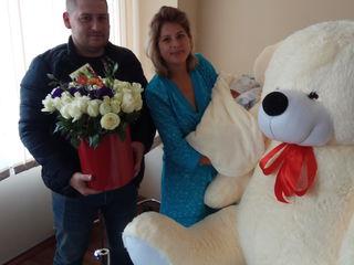 Urs gigant  + un buchet de flori