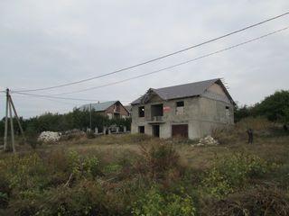 2-х эт.котельцовый дом общ.117 м2 , в 10-и км от Кишинева на участке 9 соток