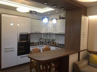 Chirie  Apartament cu 1 odaie, Centru ,  str. Piața Veche, 350 €