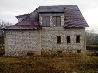 Огромный Дом с Красивым Дизайном  по трассе на Чимишлию