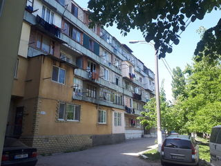 Vinzare. Ciocana str Maria Dragan linga uzina de oglinzi, apartament de tip garsoniera cu anexa.