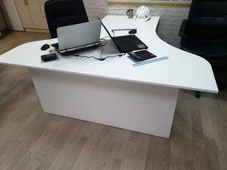 Vindem masa de birou