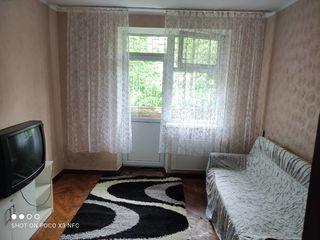 Очень дёшево от хозяина! автономное отопление, серединка, два балкона, двусторонняя отличная !!!
