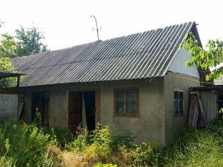Продается дом в селе Иванча р-н Орхей. 15 соток. Недалеко озеро и лес.