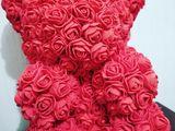 Ursuleți confecționați din flori artificiale