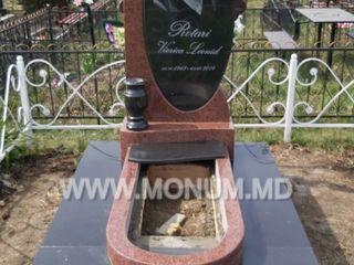 Monument calitativ din granit cu portret, inscriptie și înstalre