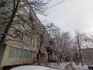 Московский, 1-комнатная, 2/5 этаж, чешка, котелец, очень теплая, капитальный ремонт!