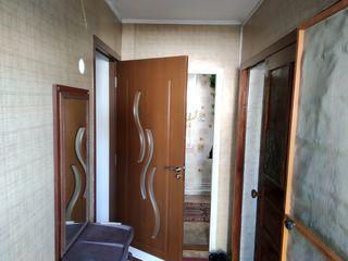 Продается 3-комнатная квартира 53 кв. м. с автономным отоплением на первом этаже одноэтажного дома.