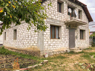 Casă de vînzare, cu suprafața totală de 124 mp + 6 ari teren adiacent, amplasată în Dumbrava.