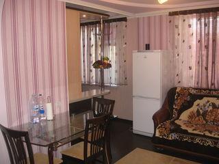 Dau in chirie apartament cu 2 odai cu toate conditiile, reparatie noua evroremont, mobilat