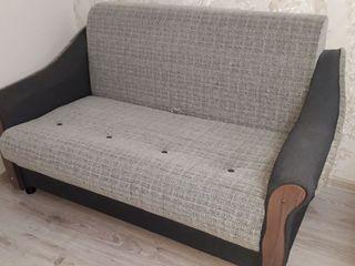 Vind canapea in stare buna