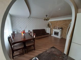 Vind apartament cu 3 camere sau schimb pe casa la sol in orasul Balti sau Chisinau!