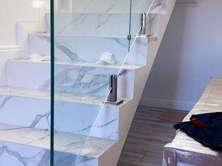 Лестничные ограждения, поручни, перила из нержавеющей стали, стекло.
