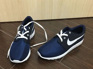 Nike, mr. 40(albastru inchis) si 41(albastru deschis), 550 lei, ultimile 2 perechi