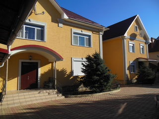 Отличный 2- этажный котельцовый  дом  в Кишиневе