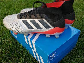 Buți Adidas Predator originale  pentru fotbal.