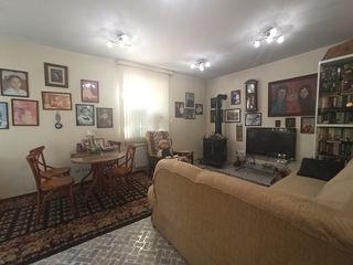 Vand casă în 2 nivele situat în sectorul Poșta Veche, str. Doina.