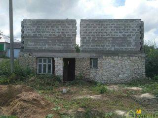 Продаем 1,5 - эт. недостроенный котельцовый дом 160 кв.м. на 15 соток земли, в центре с. Мардарьевка
