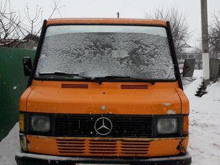 Mercedes D208