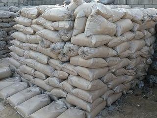 Livram nisip in saci si ciment