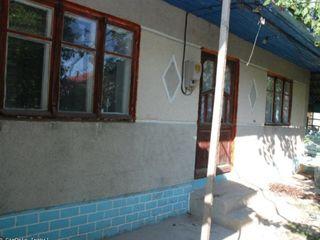 Se vinde casă în centrul orașului Cimislia, lîngă spitalul raional